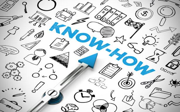 Know-How und Wissen Konzept mit Icons und Kompass Pfeil der auf Schriftzug zeigt